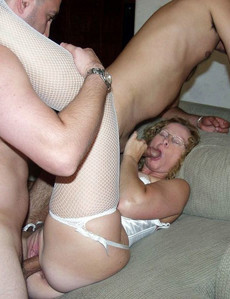 Sexpot young brunette gets her pussy..