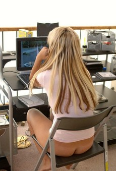 PC Dame, nackte Mädchen am Haus,..